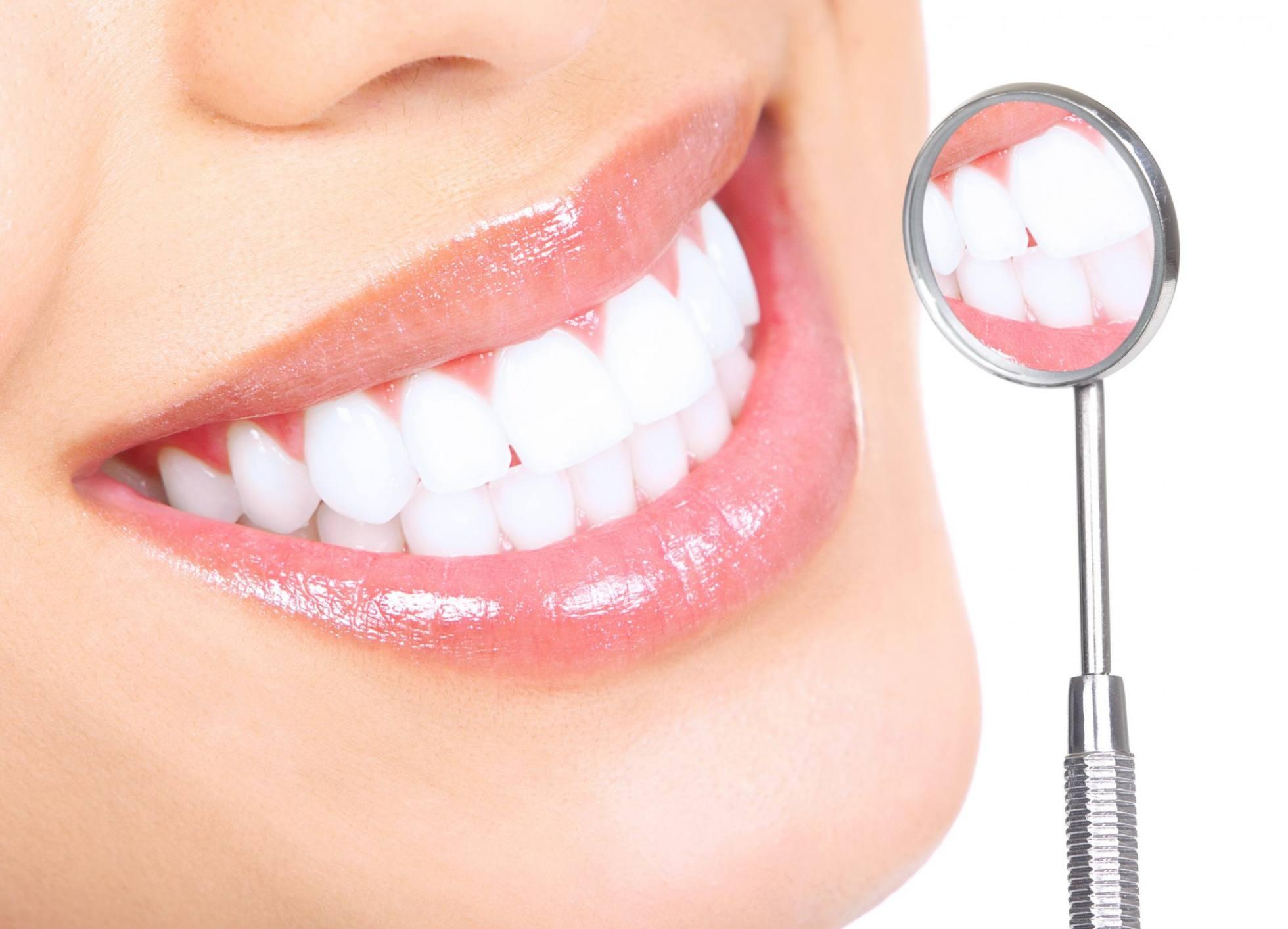 Białe zęby, zdrowy uśmiech - rezultaty profesjonalnego zabiegu w klinice dentystycznej z zastosowaniem Lampy Beyond Polus - Dent Kraków